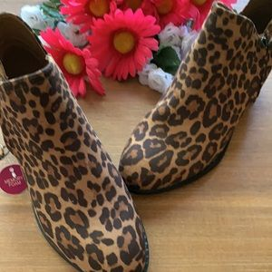 SO Angelfish Leopard Print Ankle Boots Size 7.5